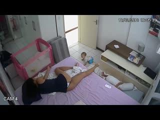 Молодая Мама с Красивой Попой - Инцест Видео