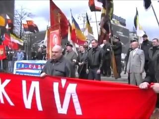 Дмитрий Рогозин зигует на русском марше в 2007 году