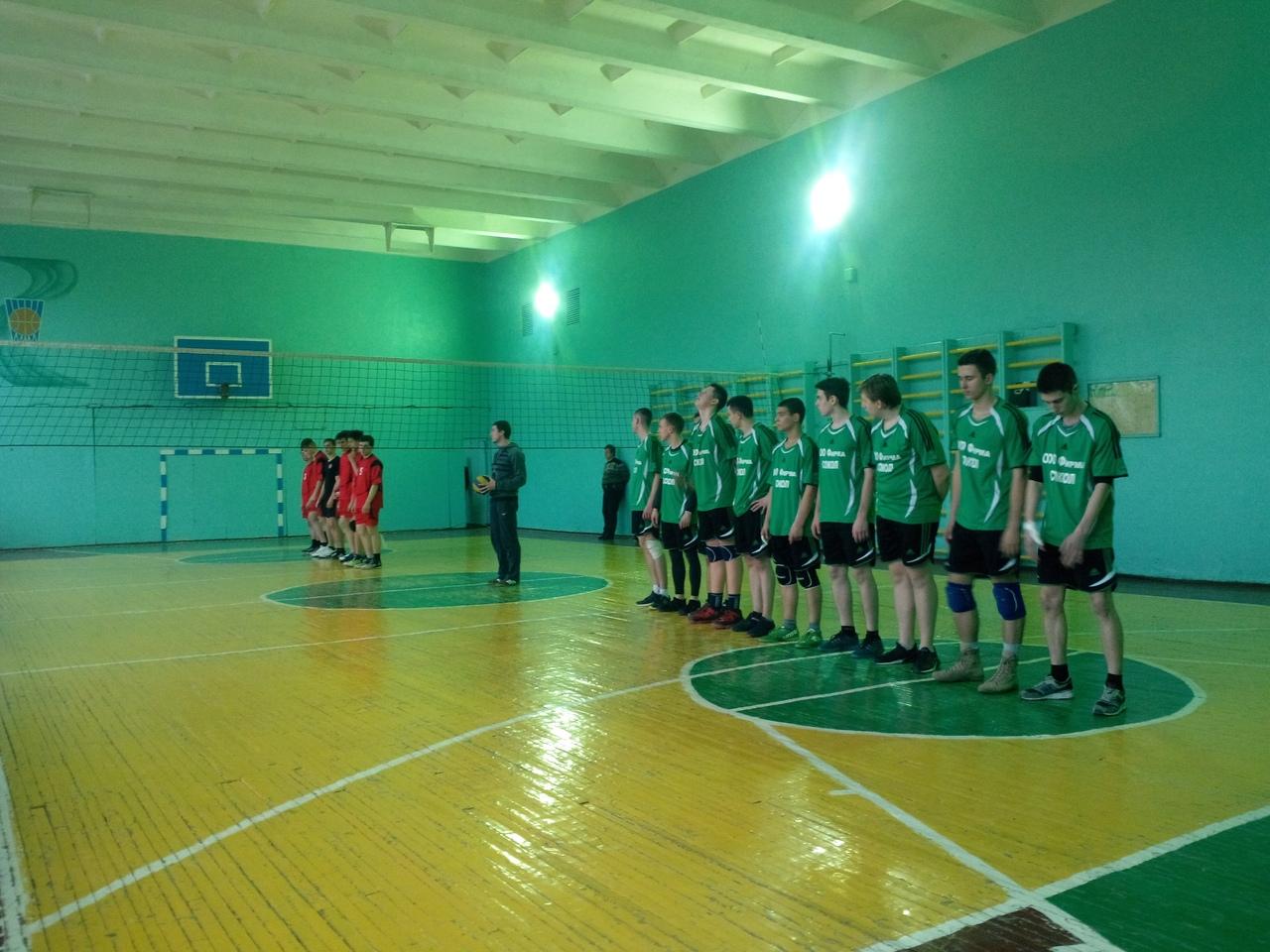 В Кировском районе прошли полуфинальные игры в первенстве города по волейболу среди юношей