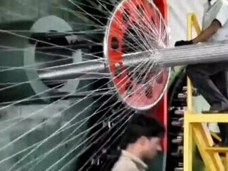 Процесс плетения трубы