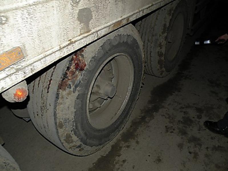 Мужчина попал под колеса грузовика в КЧР