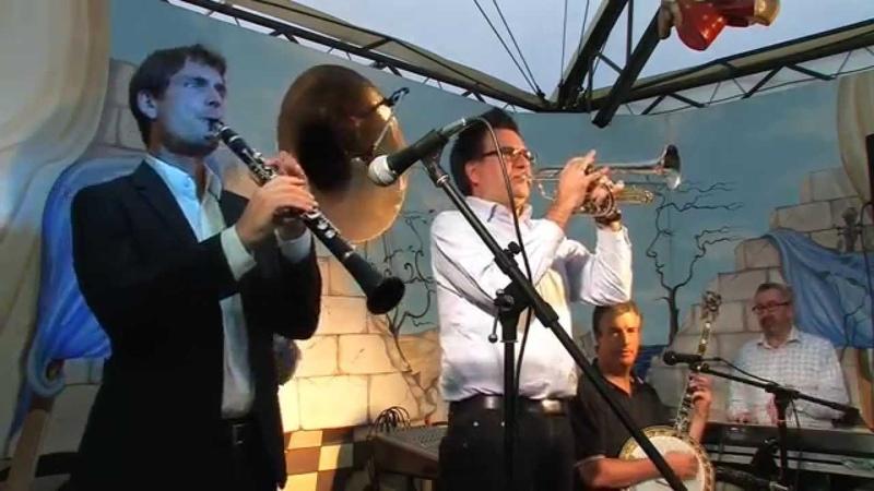 Sean Moyses Hot Rhythm Boys play Dippermouth Blues