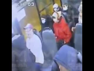 Убил из-за маски