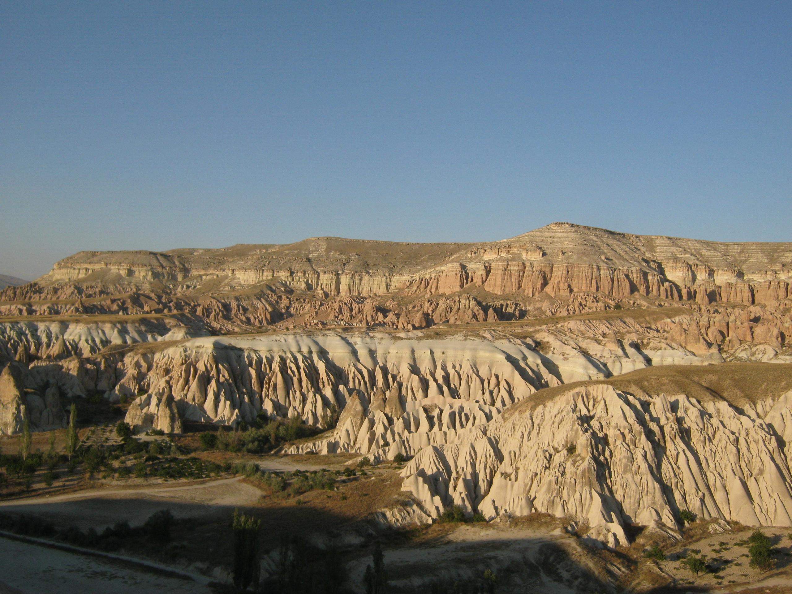 В Каппадокии много разных пейзажей