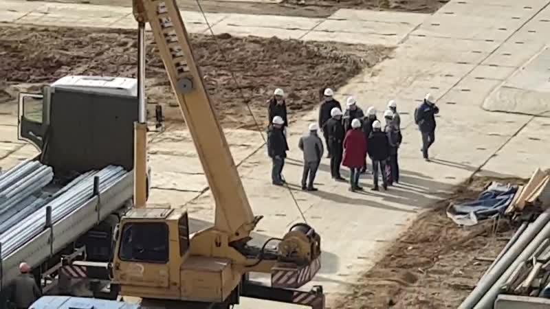 Детсад и школа в ЖК Эталон Сити снова большое начальство инспектирует ход работ на площадке