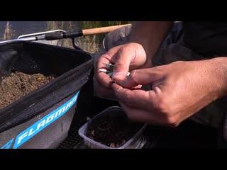 КАК_ я ловлю КАРАСЯ в преддверии осени на ФИДЕР! Карась обожает червя в кукурузном дипе.mp4
