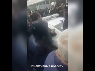 Бунт мигрантов в Москве  года. Полиция пресекает протест торговцев возле ТЦ Фуд Сити.