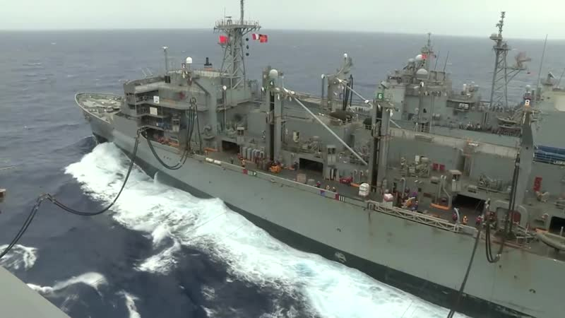 Заправка авианосца Nimitz и пополнение запасов