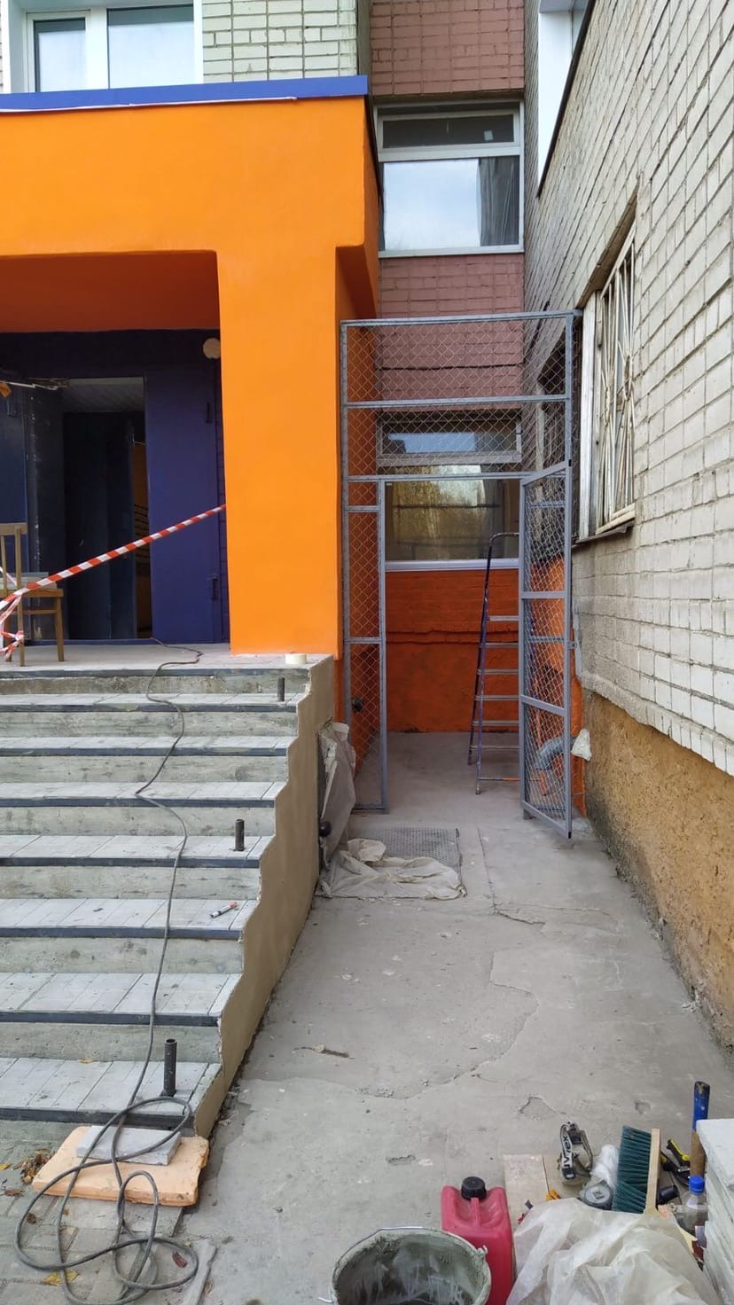 Улица Чехова дом 8 продолжается ремонт входной