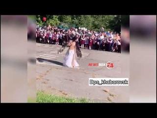 Довели...Директор хабаровской школы решила уволиться после танца живота от учительницы на линейке