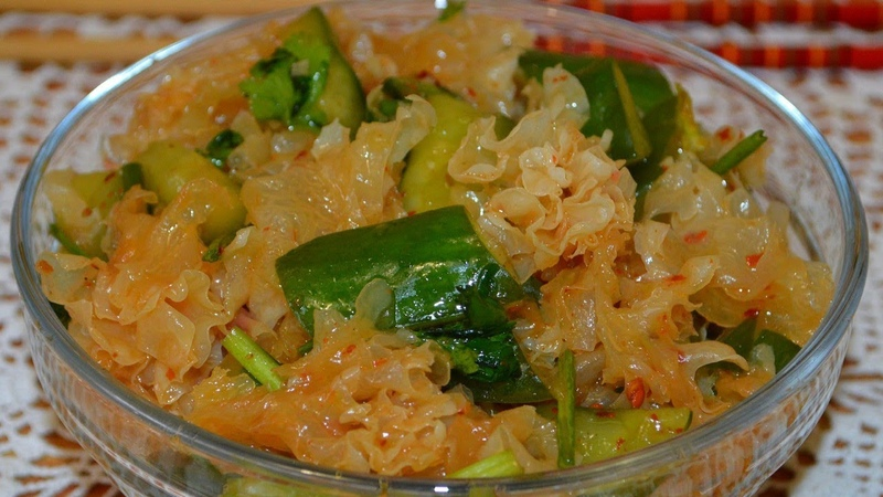 Салат из тремеллы с битыми огурцами 银耳拍黄瓜 Yín'ěr pāi huángguā Китайская кухня