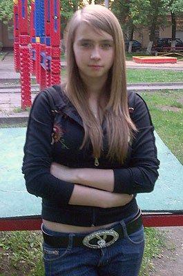 Убийство Анны Бешновой. Москва, 1 октября 2008 года. Вечером 30 сентября 15-летняя Аня засиделась допоздна у своего парня. Молодые люди поругались и выясняли отношения, пока их не прервала смска