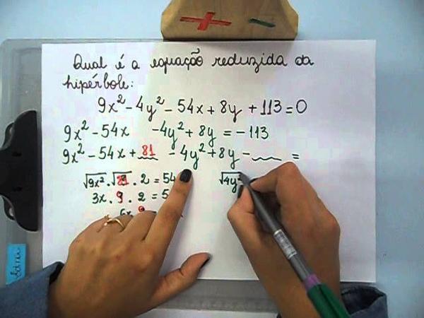 Hipérbole Como achar a equação reduzida através da equação normal