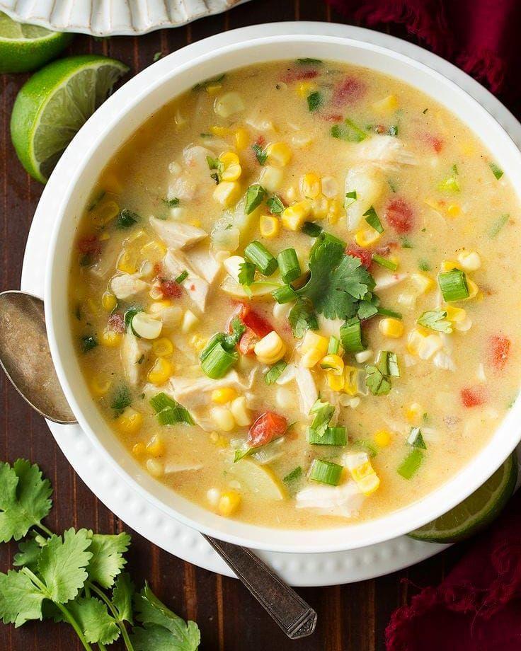 Суп картофельный с кукурузой по‑румынски
