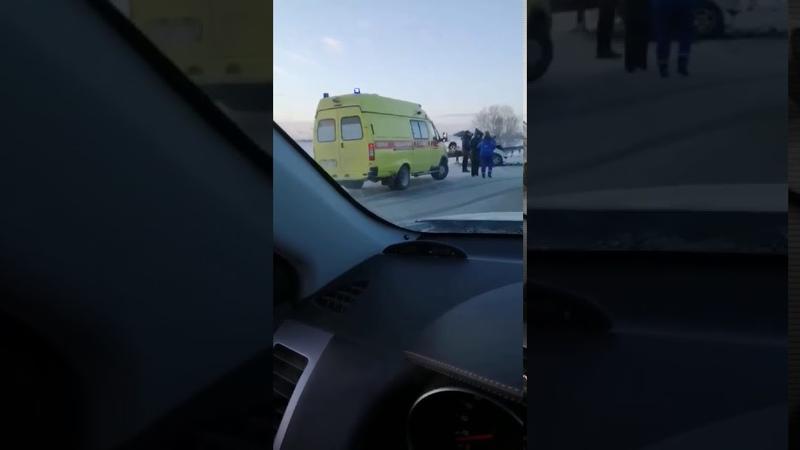 Машины превратились в груду металла погиб человек страшное ДТП произошло на тюменской трассе