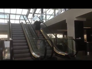 Arab pranks public by dropping bag
