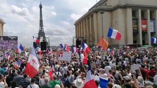 LOVE OUR FRENCH BROTHERS AND SISTERS!!! VIVE LA RÉSISTANCE!!! VIVE LA LIBERTÉ!!!