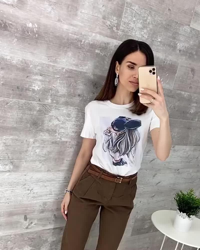 Согласно всем канонам базового гардероба, у вас должна быть как минимум 1 белая футболка 👚А если есть возможность, стоит купить
