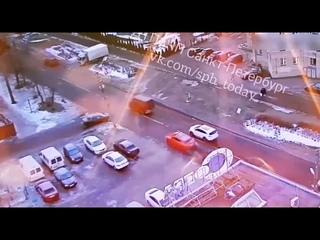 В Сестрорецке столкнулись Lamborghini и Jaguar