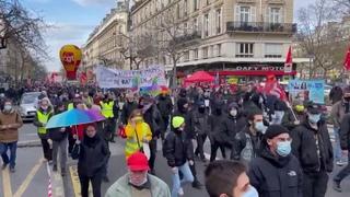 Paris - Hier manifestation contre les licenciements, la précarité, pour les services publics