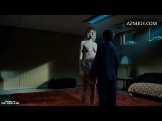 ENF, CMNF, застали голой  несколько мальчиков неожиданно натыкаются на загипнотизированную девушку топлес