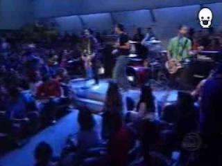 "Simple Plan no ""Programa do Jô"" - Shut Up! (2005)"