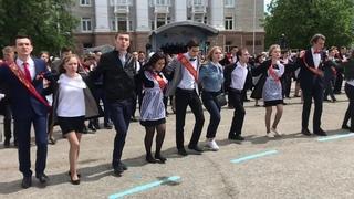 В Уфе выпускники станцевали под песню «Туган як» Васили Фаттаховой