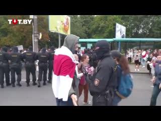 «МЫ ЗДЕСЬ ВЛАСТЬ»: ОМОН Беларуси против женского марша/мирной проетстной акции