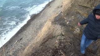 Анапа 24 января 2021   спуск с недостроенного нового спуска к морю на дикий пляж