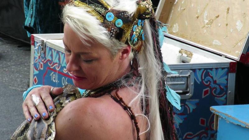 Fakir Miss Nagine vuur en slangen show 25 09 2016 WC WoenselMVI 2214