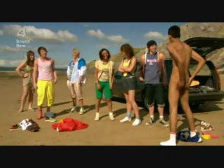Парня раздели догола на пляже