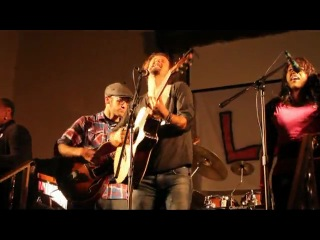 Jason Mraz w- Voices of Prayze - Freedom Song - GREAT AUDIO SYNC - LoVE Event - 2-28-10