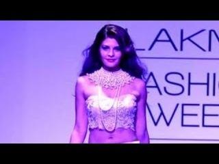 Jacqueline Fernandez Showstopper For Shehla Khan  LFW Winter/Festive 2013 !