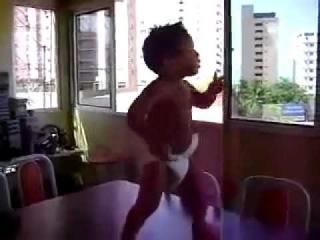 этот бразилец еще из прошлой жизни помнит свой танец, по-моему