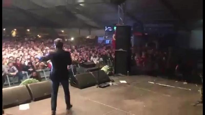 Томас снимает публику на фестивале Csabai Kolbászfesztivál