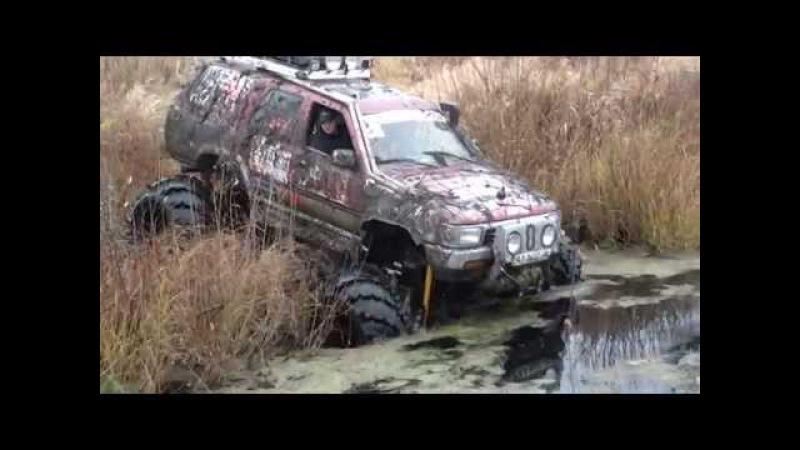 оффроад джип 4х4 Водные процедуры.колеса я170.Проезд брода глубиной больше метра. болото грязь
