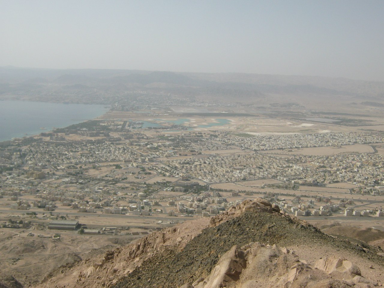Вид сверху на города Акаба и Эйлат