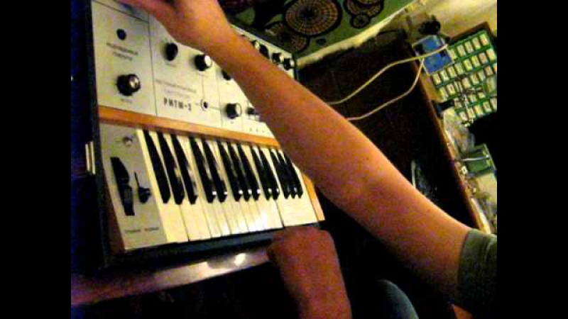 Playing Ritm-2 Great Vintage Soviet Synthesizer