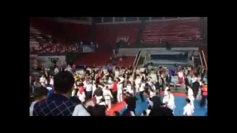 Azərbaycanlılar və ermənilər arasında kütləvi dava Ermənilər döyülüb qaçır