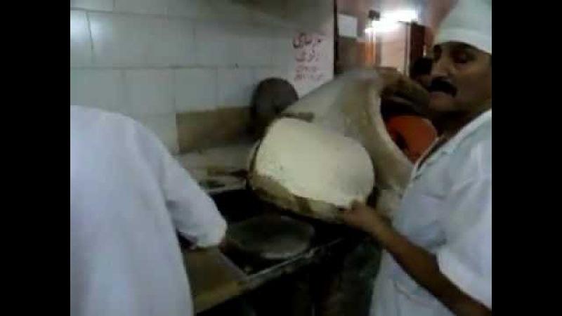 IRAN ,Esfahan 2011 ナン屋 Nan Taftoon (Taftoon bread)Bakery 12 نان تافتون