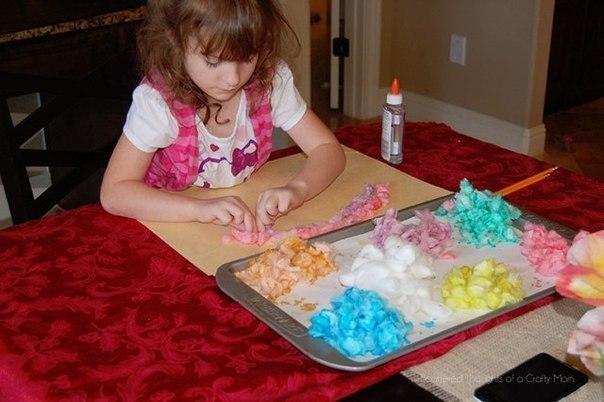 КАРТИНЫ ИЗ ВАТНЫХ ШАРИКОВ Понадобятся:- ватные шарики- пищевой краситель нескольких цветов- миски для окрашивания- уксус- вода- ножницы- клей- бумагаПолстакана воды, чайную ложку столового