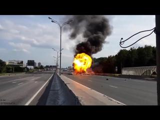 Explosion de un camión cargado con tanques de gas _ accidentes de camioneros