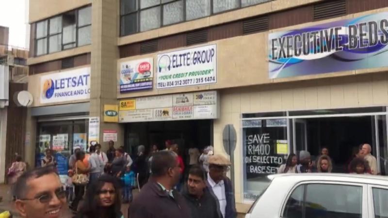 17.03.18 Шачи Кумар прабху ведет киртан на Ратхаятре в Ньюкастле, Южная Африка