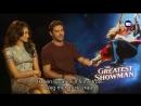 Hugh Jackman en Zac Efron spelen pittige versie van balletje-balletje - YouTube