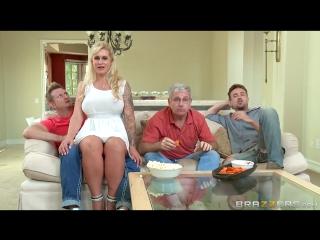 Мамашка соблазняет племянника перед дядей и его другом,во время просмотра футбола brazzers milf full hd porn порно xxx милфа