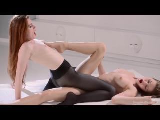 Лесбиянки straplessdildo rossy bush, maria pie (silky legs in neon 40 turn girls on)