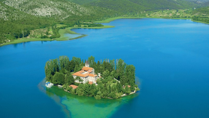 10 самых крошечных населенных островов мира