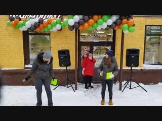 Jer-sey на торжественном открытии пекарни шарлотка