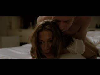 Мужчина захотел секса по среди ночи и жёстко взял жену сзади
