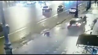 Азербайджанский наркоман, лишённый прав, сбил на Невском на тротуаре людей. Двое погибли